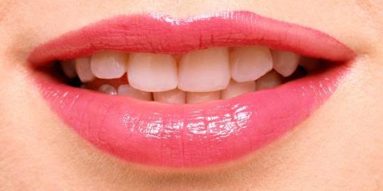 Cara Alami Memerahkan Bibir Hitam